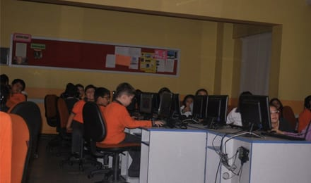 Safa College Computer Lab